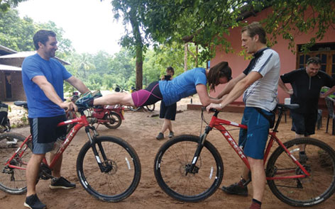 Plank on a bike? That's the Srilankan style!